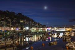 Fiume e banchina di Looe a natale, notte, Cornovaglia, Regno Unito Immagine Stock Libera da Diritti