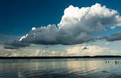 Fiume e barca Fotografie Stock