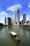 Fiume e barca di Singapore Immagine Stock
