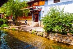 Fiume e casa di vecchia città di Lijiang Dayan. Immagini Stock Libere da Diritti