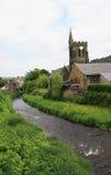 Fiume e chiesa a Mytholmroyd Fotografia Stock Libera da Diritti