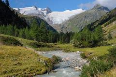 Fiume e ghiacciaio nelle alpi austriache Grossvenediger nel summe Fotografie Stock