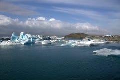 Fiume e icefloat glaciali di Jokulsarlon sul fiume Immagini Stock Libere da Diritti