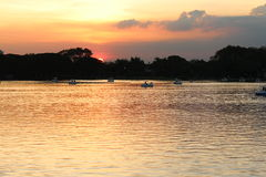 Fiume e luce solare, tramonto per Fotografia Stock Libera da Diritti