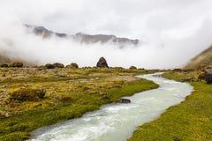 Fiume e nuvole in valle di Collanes in vulcano dell'altare di EL Fotografia Stock