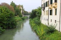 Fiume e ponte a Padova, Italia Immagini Stock