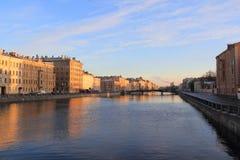Fiume e ponte in Sankt Pietroburgo Fotografie Stock Libere da Diritti