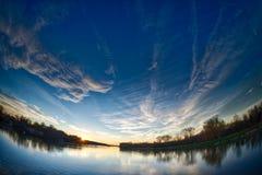 Fiume e tramonto Fotografia Stock Libera da Diritti
