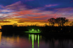 Fiume e tramonto immagini stock
