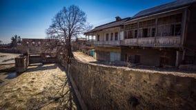 Fiume e via di vecchio Tskhinvali Fotografia Stock