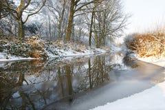 Fiume ghiacciato di orario invernale Fotografia Stock
