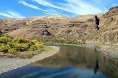 Fiume grande di Ronde che serpeggia attraverso Rocky Hillsides immagine stock libera da diritti