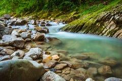 Fiume Khosta, portone della montagna del ` s del diavolo del canyon nella riserva caucasica di biosfera, Soci, Russia fotografie stock libere da diritti