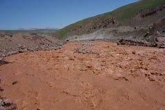 Fiume Kuzulsu orientale del cioccolato. Pamir del nord. immagini stock libere da diritti