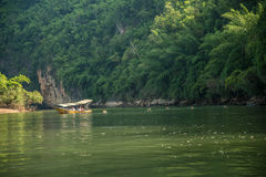 Fiume Kwai - turisti che nuotano Immagini Stock Libere da Diritti