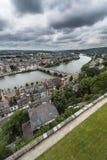 Fiume Meuse attraverso Namur, Belgio fotografia stock libera da diritti