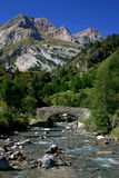 Fiume in montagne dei Pyrenees Immagine Stock