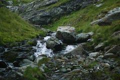 Fiume in montagne rumene Fotografia Stock Libera da Diritti