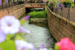 Fiume nel centro di Colmar in Francia fotografia stock
