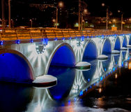 Fiume nella città di notte Immagine Stock Libera da Diritti