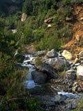 Fiume nelle montagne immagini stock libere da diritti