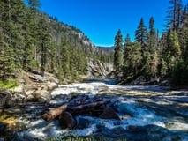 fiume, parco nazionale del yoesmite, S.U.A. immagini stock