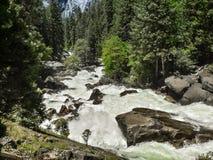 fiume, parco nazionale del yoesmite, S.U.A. fotografie stock libere da diritti