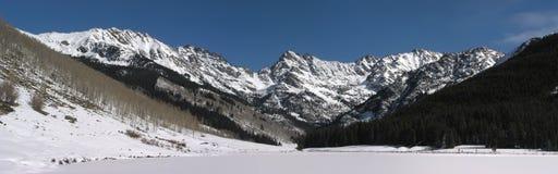 Fiume Piney Rocky Mountain Snow Panoramic di Vail Colorado immagini stock