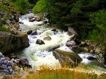 Fiume precipitante dell'acqua Fotografie Stock