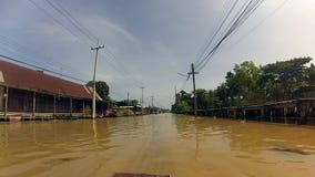 Fiume profondo tailandese, mercato di galleggiamento archivi video
