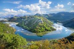 Fiume Rijeka Crnojevica nel Montenegro immagine stock