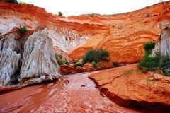 Fiume Rosso che passa il canyon di Ham Tien Fotografie Stock