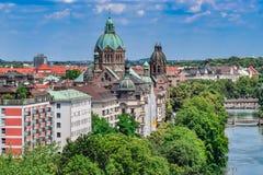 Fiume storico Front View a Monaco di Baviera fotografia stock libera da diritti