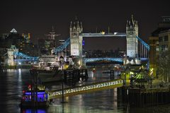 Fiume Tamigi, Inghilterra, Regno Unito, Europa, alla notte Immagine Stock