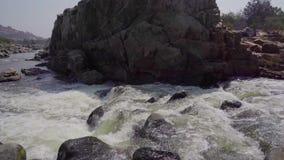 Fiume tempestoso in India archivi video