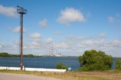 Fiume, torre dell'allerta e centrale elettrica Immagini Stock Libere da Diritti