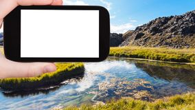 fiume turistico del photographshot in Landmannalaugar Immagini Stock Libere da Diritti
