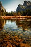 Fiume in valle del Yosemite Immagini Stock Libere da Diritti