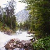 Fiume veloce nelle montagne Fotografia Stock Libera da Diritti