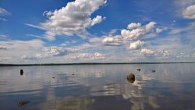 Fiume Volga vicino alla città di Uglic fotografie stock