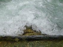 Fiume Walchen della schiuma vicino al lago Sylvenstein Fotografia Stock Libera da Diritti