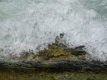 Fiume Walchen della schiuma vicino al lago Sylvenstein Fotografie Stock Libere da Diritti