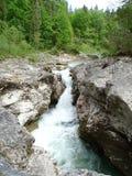 Fiume Walchen vicino al lago Sylvenstein Immagini Stock