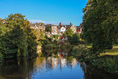 Fiume Wandsbek, città inglese, case inglesi di Morpeth sul rive Fotografia Stock