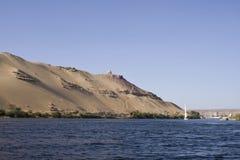 Fiumi di Nilo, dune e tombe, Aswan Immagini Stock Libere da Diritti