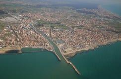 Fiumicino, vicino a Roma, il Lazio, Italia dalla finestra dell'aeroplano fotografia stock