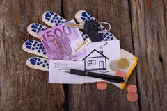 Five Hundred Euros Painted House And The Keys On The Glove For Stock Photography