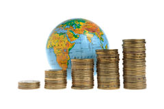 Five stacks of coins with a globe Royalty Free Stock Photos