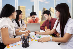 Five workers discussing in the meeting Royalty Free Stock Images