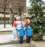 Five-year-old twins, on the street decorated by Christmas Stock Photos